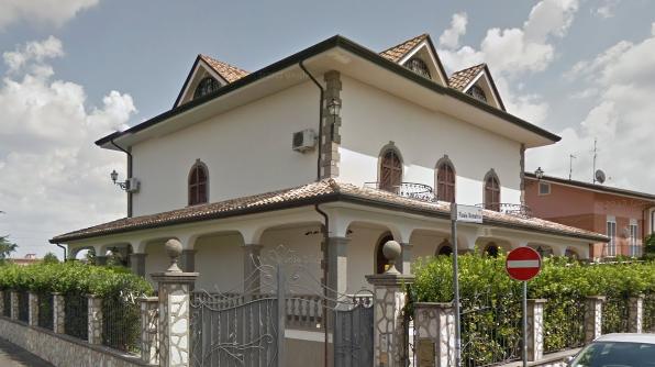 Dove abitano i casamonica ecco dove sono collocate ville for Casa la villa