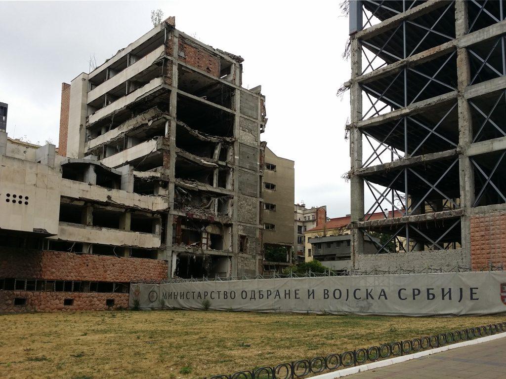 Palazzi bombardati belgrado ministero difesa