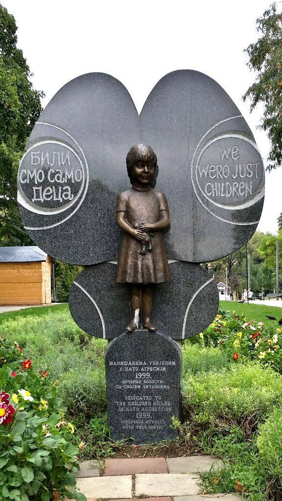 parco Tasmajdan monumento bambini Belgrado